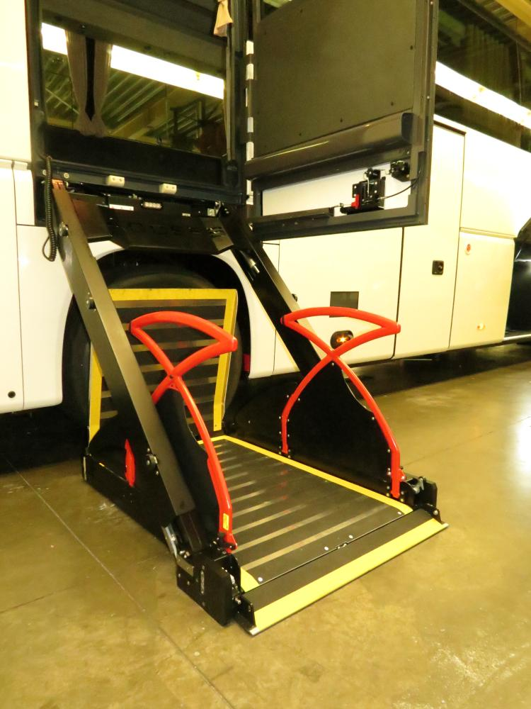 Access™ EQ Coach Ski-locker Lift